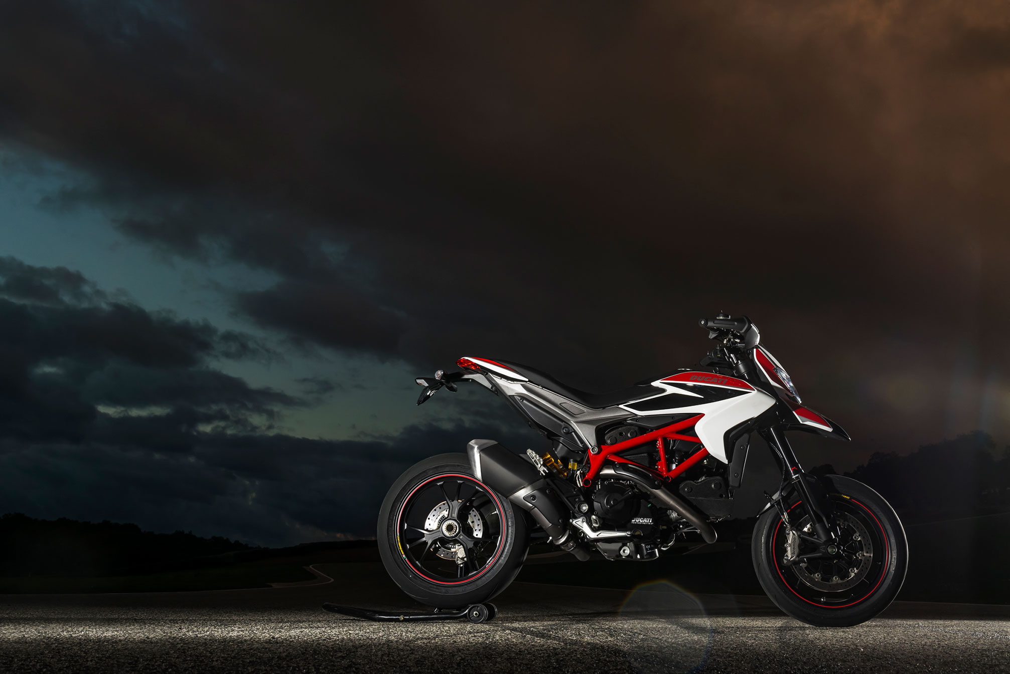 ducati hypermotard sp 2012 2013 autoevolution. Black Bedroom Furniture Sets. Home Design Ideas