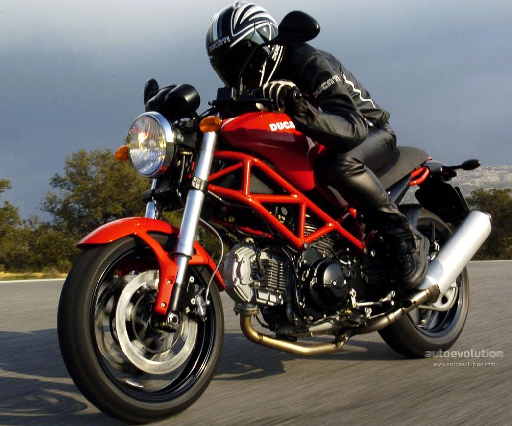 DUCATI MONST... Ducati Monster 695