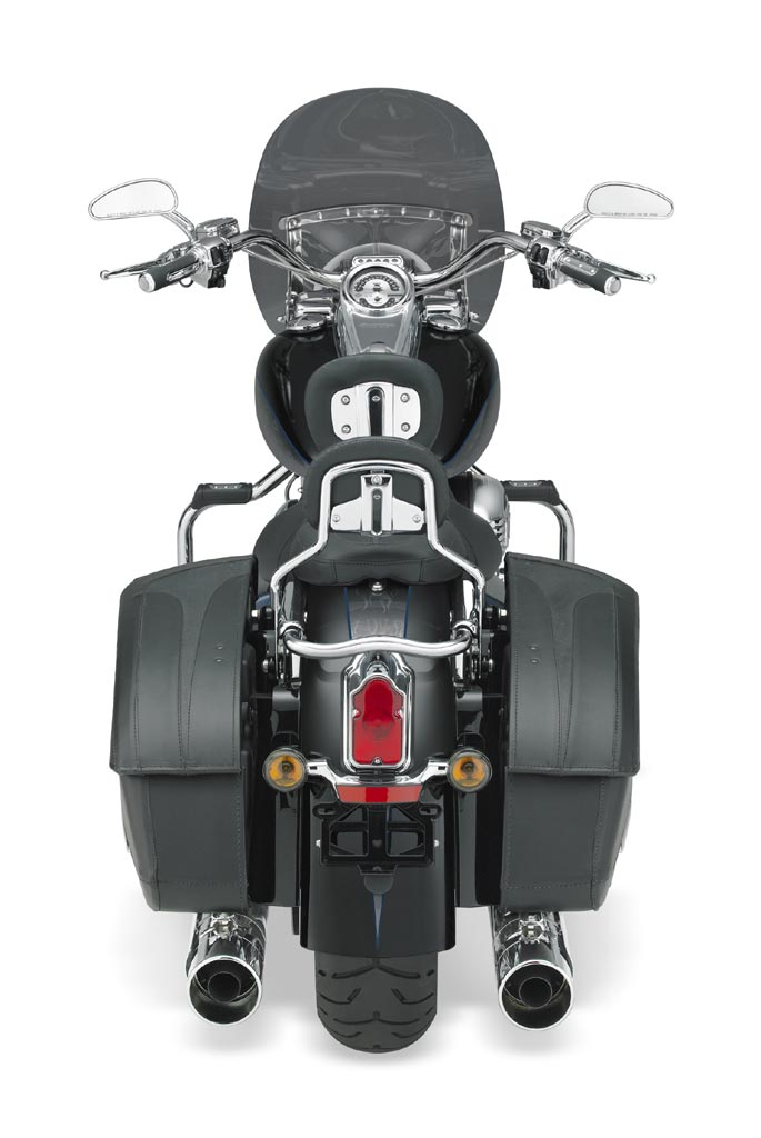 Harley Davidson Cvo Road King on Harley Davidson Twin Cooled Engine