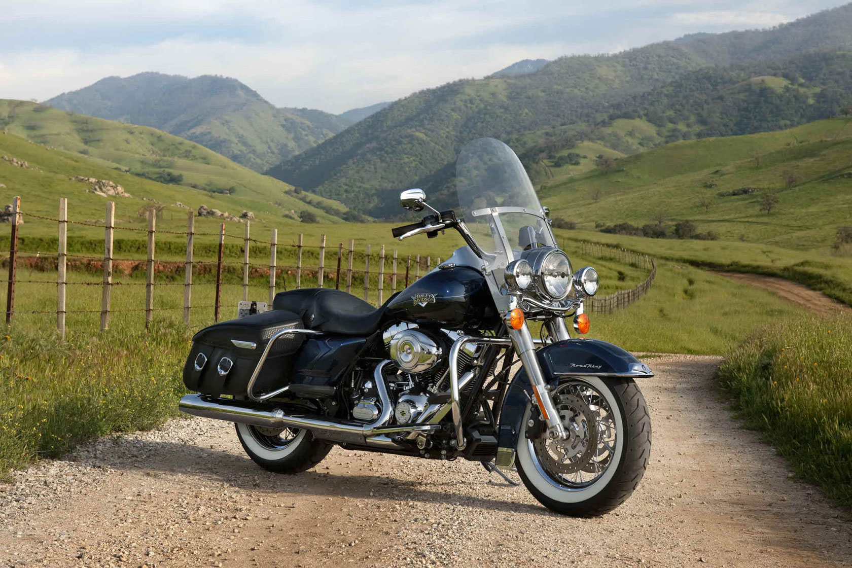 harley davidson road king classic 2011 2012 autoevolution. Black Bedroom Furniture Sets. Home Design Ideas