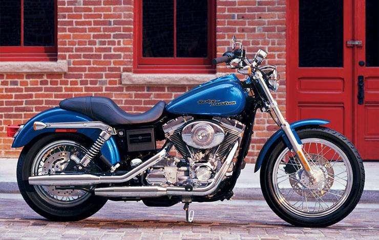 HARLEY DAVIDSON Super Glide Custom specs - 2004, 2005