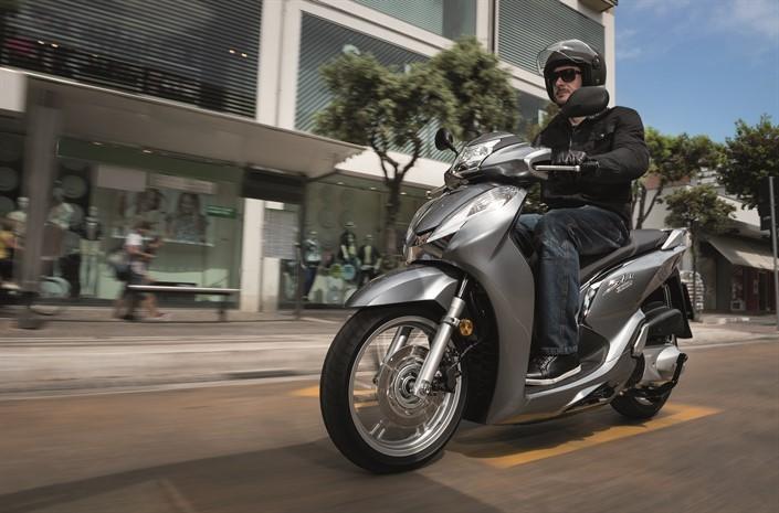 Honda Sh300i Specs 2017 2018 2019 Autoevolution