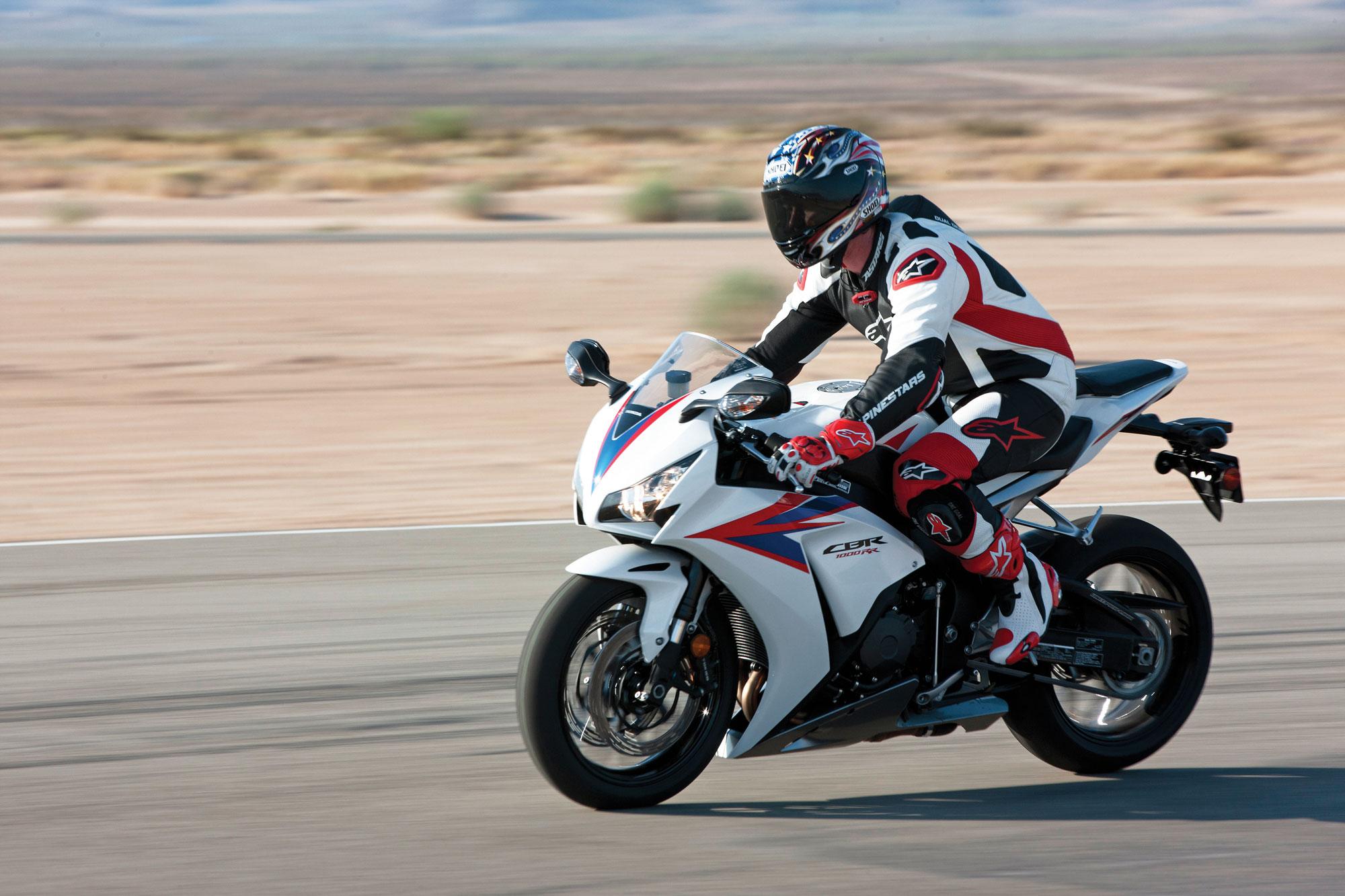 спортивный мотоцикл Honda  № 3935590  скачать