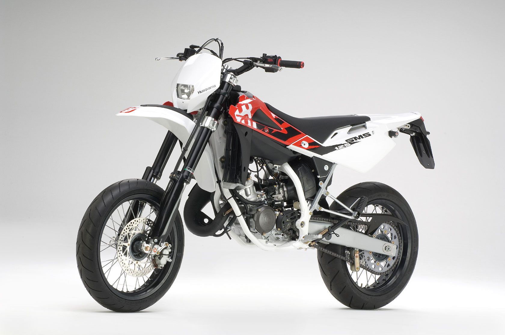husqvarna sm 125 specs 2008 2009 autoevolution. Black Bedroom Furniture Sets. Home Design Ideas