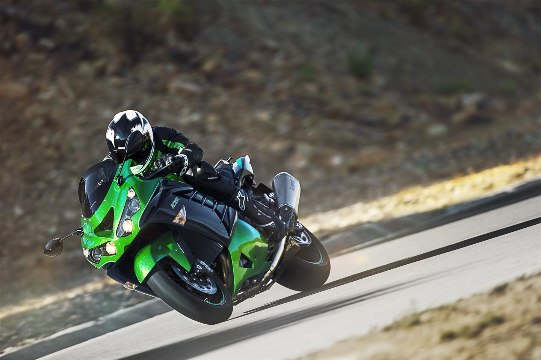Kawasaki zzr1400 performance sport 2016 2017 autoevolution