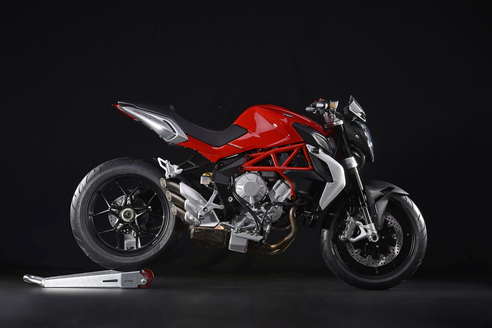 mv agusta brutale 800 specs 2014 2015 autoevolution. Black Bedroom Furniture Sets. Home Design Ideas