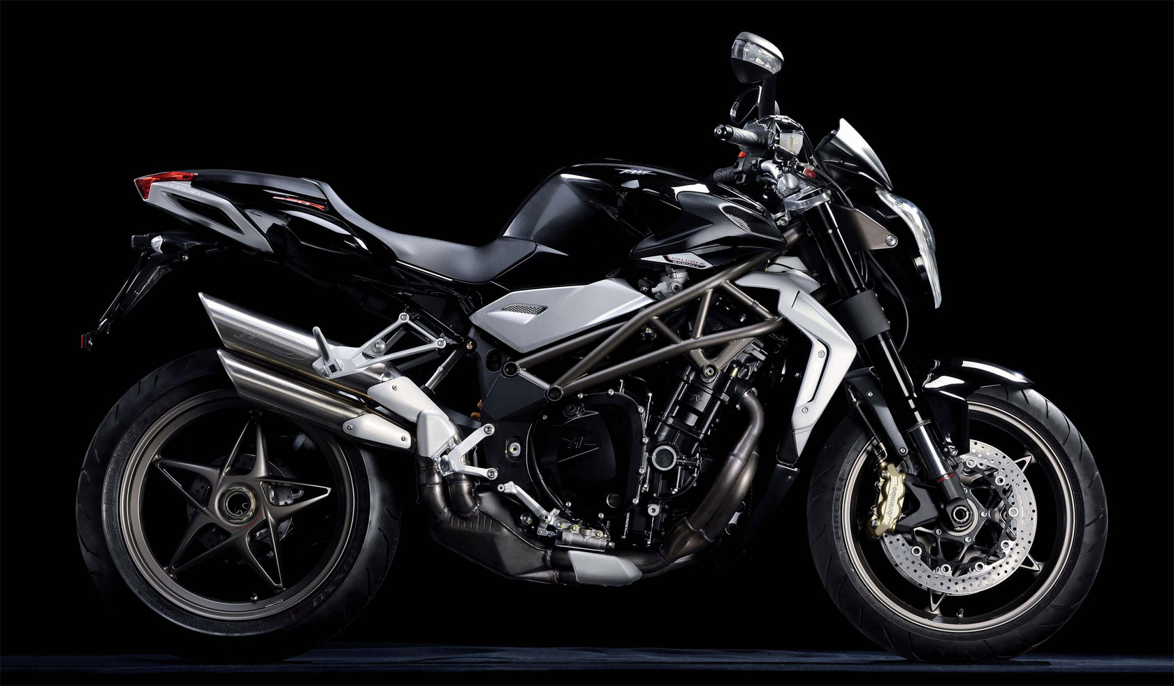 mv agusta brutale 990 r specs 2010 2011 autoevolution. Black Bedroom Furniture Sets. Home Design Ideas