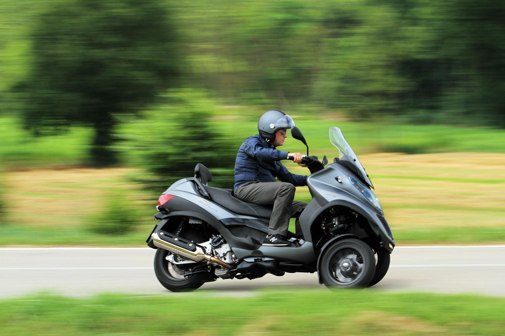 piaggio mp3 touring 500 i e sport specs 2011 2012 autoevolution. Black Bedroom Furniture Sets. Home Design Ideas