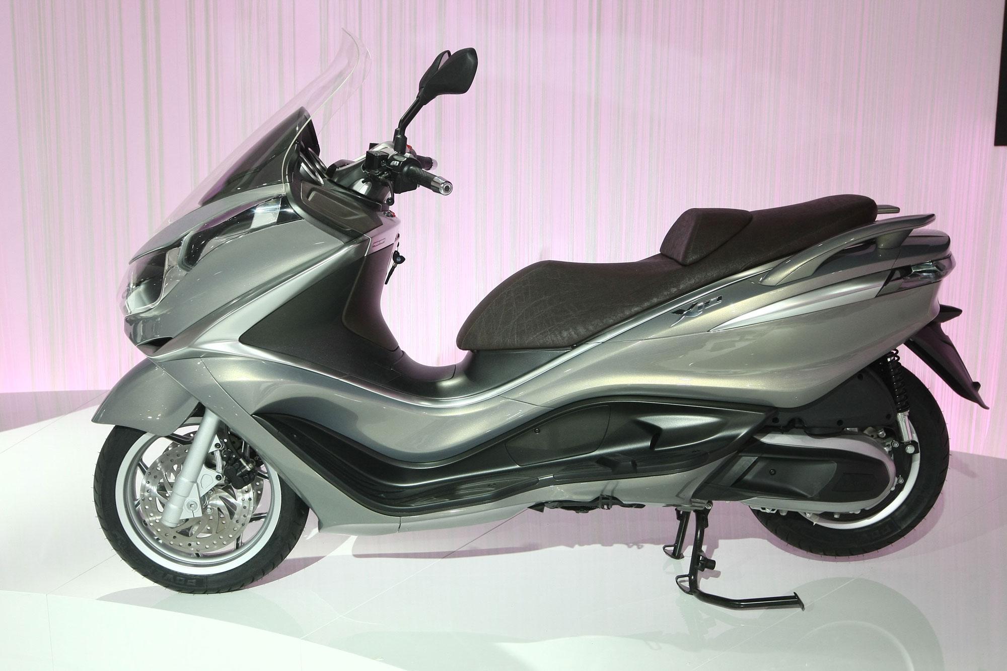 piaggio x10 350 specs 2011 2012 autoevolution. Black Bedroom Furniture Sets. Home Design Ideas