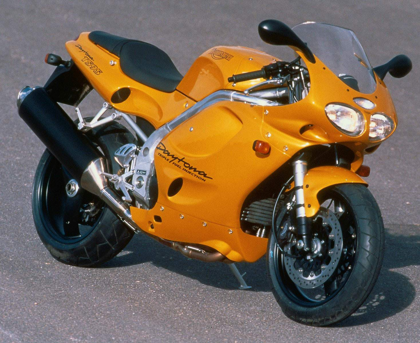 triumph daytona t595 specs 1998 1999 autoevolution. Black Bedroom Furniture Sets. Home Design Ideas
