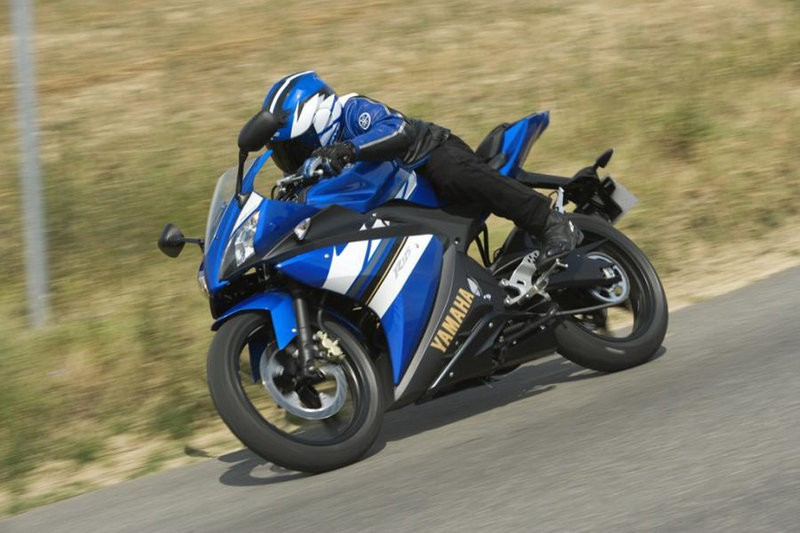 yamaha yzf r125 specs 2008 2009 2010 2011 autoevolution. Black Bedroom Furniture Sets. Home Design Ideas