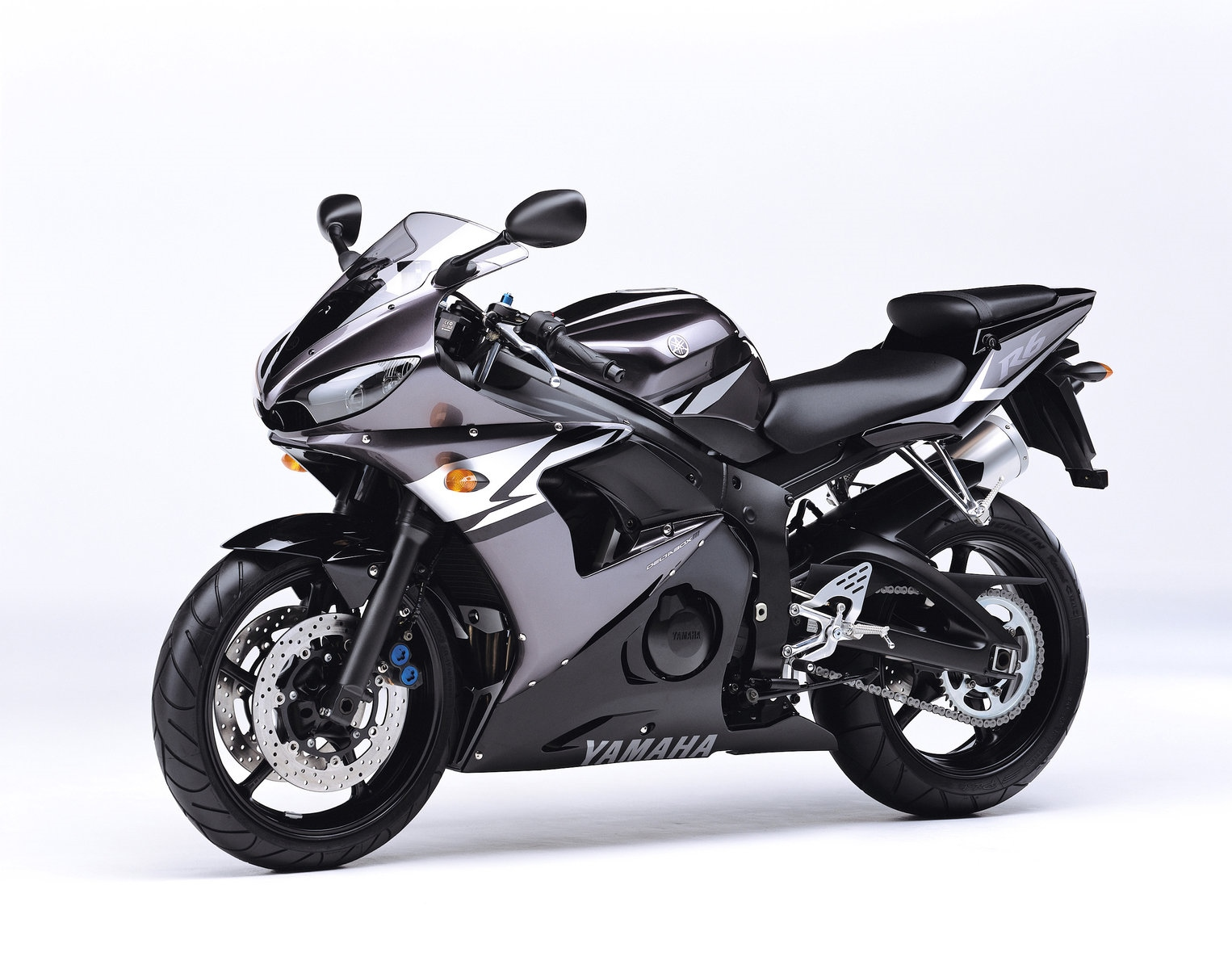 YAMAHA FZ6 (98CV) 2004 600 cm3 | moto roadster | 29 000 km
