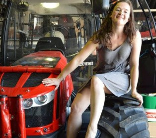 Dutch Woman Leaves into a Journey to the South Pole with a Tractor [Video]