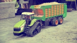This RC Claas Challenger Tractor Should Be on Santa's List [Video]