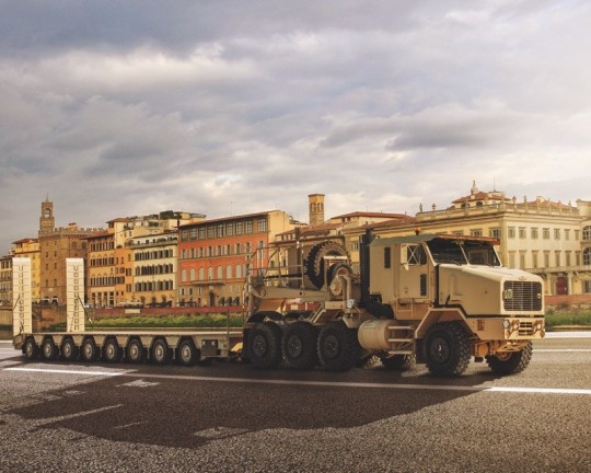the oshkosh het represents a fast transporter of mission critical equipment thumbnail 7