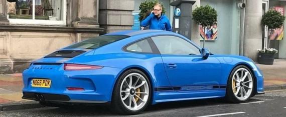 blue porsche 911 r stands out in scotland has no pdk plates autoevolution. Black Bedroom Furniture Sets. Home Design Ideas