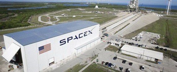 NASA Signs Contract with SpaceX for 2017 First Crew ...