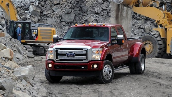 Ford F450 Towing Capacity >> 2015 Ford F 450 Can Tow 31 200 Pounds According To The Sae