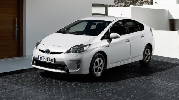 2016 toyota prius to offer awd two battery options. Black Bedroom Furniture Sets. Home Design Ideas
