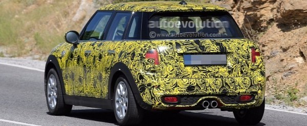 2018 Mini 5 Door Hatch Facelift Spied With Redesigned Taillights