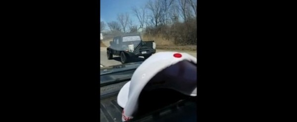 2019-jeep-scrambler-pickup-spied-on-vide