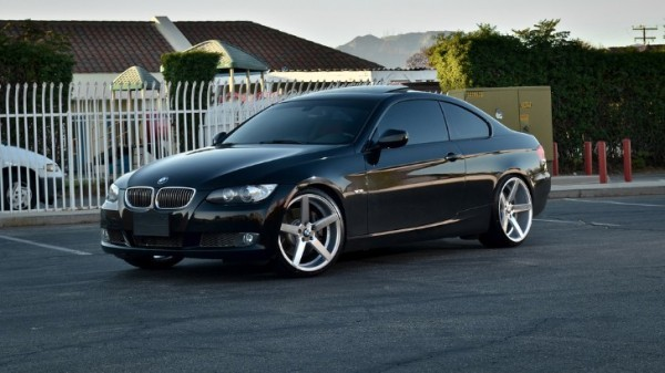 BMW 335i Rides on Deep Concave Wheels, Looking Fresh