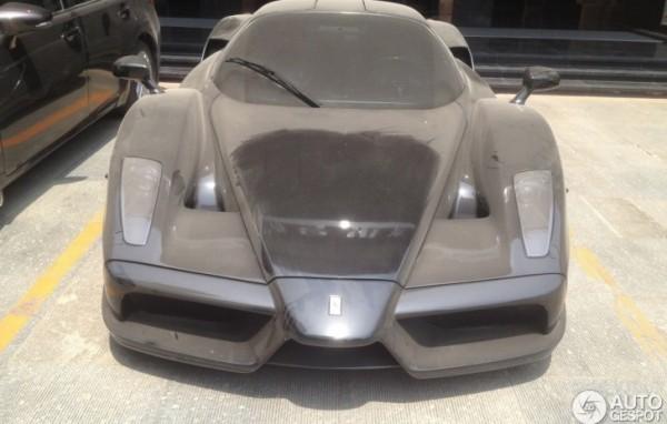Ferrari Mythos [1:24 Tamiya, réf. 24104] Ferrari-enzo-looks-abandoned-in-china-82895-7