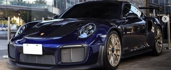 Iris Blue Metallic Porsche 911 GT2 RS Brings Back the 90s