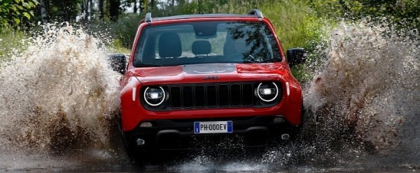 Jeep Renegade Plug In Hybrid Makes On Road Debut Looks The Same