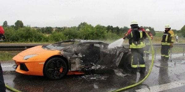 lamborghini aventador burns to a crisp on german autobahn