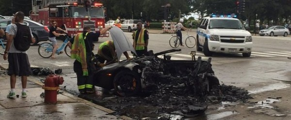 Lamborghini Accident Chicago >> Lamborghini Huracan Split In Two After Crash In Chicago Burns To A