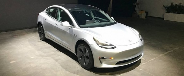 model 3 rentals cost as much as 990 a day autoevolution. Black Bedroom Furniture Sets. Home Design Ideas