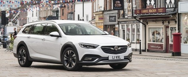 White 2018 Vauxhall Insignia Country Tourer Shines In New Press