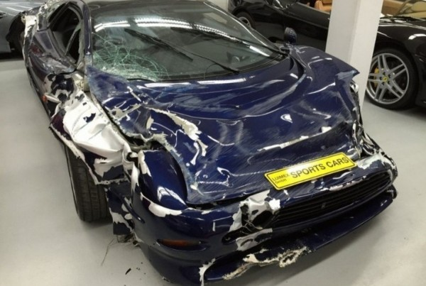 Jaguar Xj220 For Sale >> Wrecked Jaguar Xj220 Supercar Selling For 200 000 In