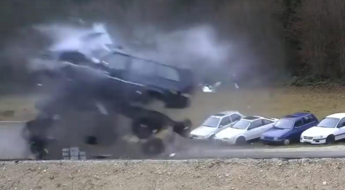 124 mph 200 km h crash tests show the deadly side of speeding autoevolution. Black Bedroom Furniture Sets. Home Design Ideas