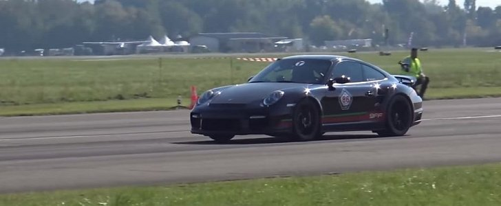 1 400 hp porsche 911 gt2 causually hits 213 mph 343 kph. Black Bedroom Furniture Sets. Home Design Ideas