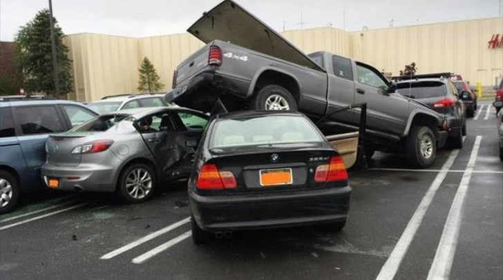 15 Year Old Bmw Driver Trashes 5 Cars In Mall Parking Lot Autoevolution