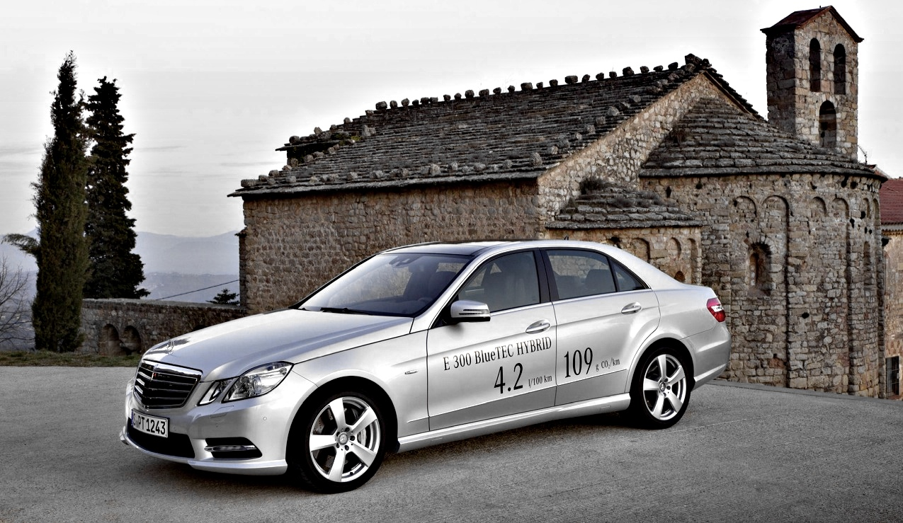 150 mph mercedes benz e300 diesel hybrid gets uk pricing for Hybrid mercedes benz