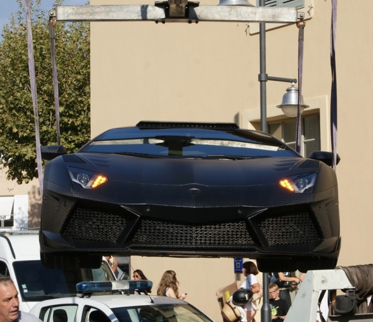 1600 HP Lamborghini Aventador Parked On Crosswalk Gets