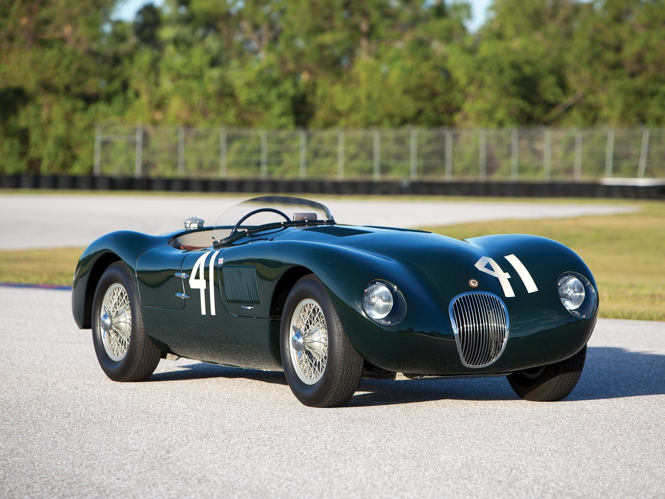 1952 jaguar c type raced by phil hill heads to auction autoevolution. Black Bedroom Furniture Sets. Home Design Ideas