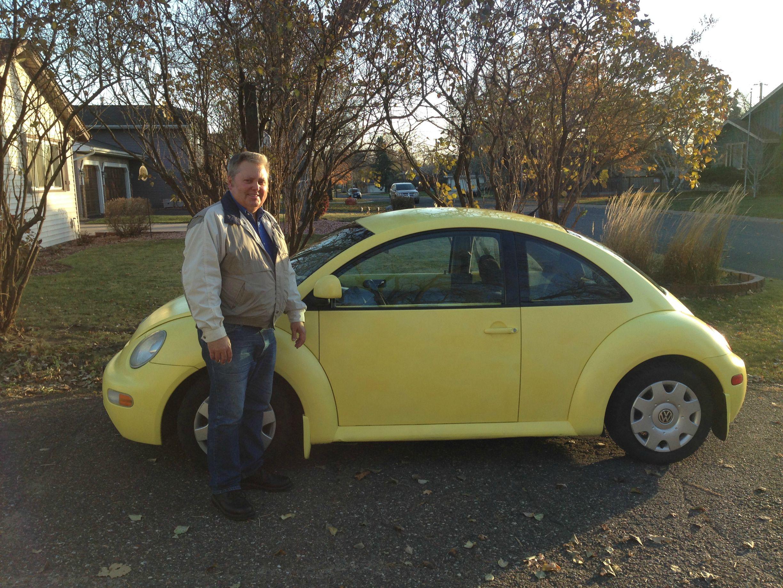 1998 vw beetle owner reaches one million miles son interviews him autoevolution. Black Bedroom Furniture Sets. Home Design Ideas