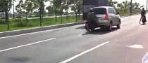 2 Speeding Riders Crash Really Hard [Video]