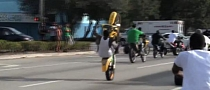 2-Stroke Bike Show-Off and a Good Wheelie Rider [Video]