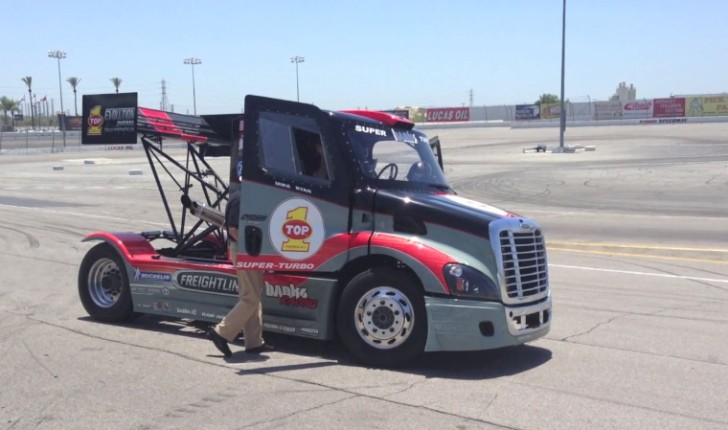2,000+ HP Freightliner Truck Goes Drifting [Video]