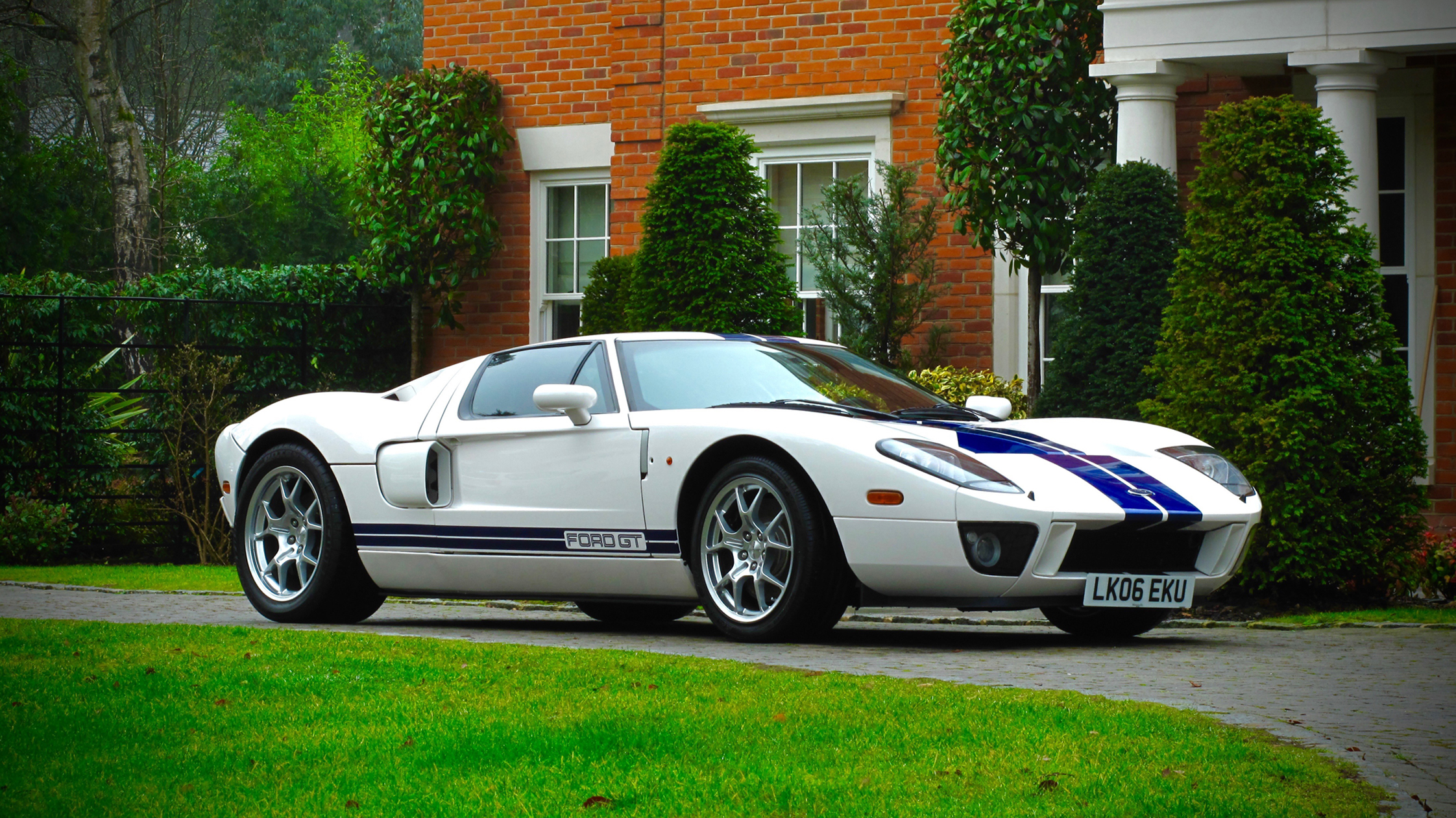 2005 ford gt first owned by jenson button heads to auction. Black Bedroom Furniture Sets. Home Design Ideas