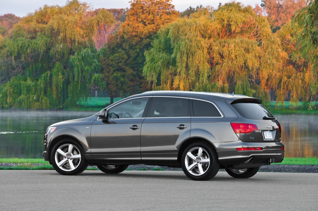 The 2009 Q7 Tdi Provides 30 Percent Better Fuel Economy Than Gasoline Engines Of Similar Size Translating Into 25 Mpg 9 4l 100 Km In Highway Driving And
