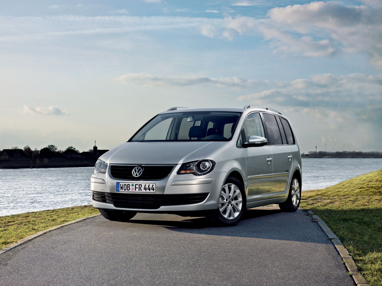2009 volkswagen touran freestyle released autoevolution. Black Bedroom Furniture Sets. Home Design Ideas
