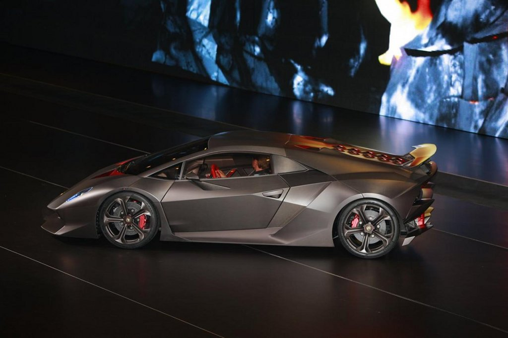 2010 Paris Auto Show Lamborghini Sixth Element Concept Live Photos