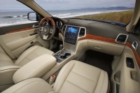 2011 Jeep Grand Cherokee interior photo