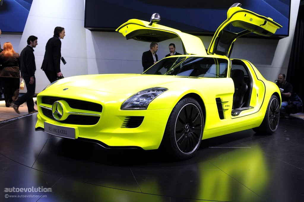2011 naias mercedes benz sls amg e cell prototype live for Mercedes benz strategic plan